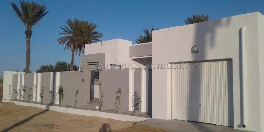 Maison s+3 avec titre bleu à vendre finie en ZU proche centre ville Midoun Djerba