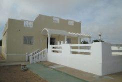 Villa indépendante sans meuble à louer à l'année à  Tézdaine Djerba Midoun