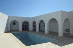 Une belle villa neuve meublée avec piscine à vendre à la zone touristique de Djerba Midoun