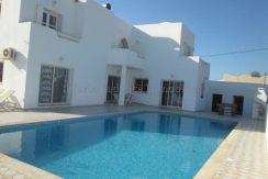 Spacieuse maison avec piscine vue mer et lagune à vendre à tézdaine Djerba Midoun