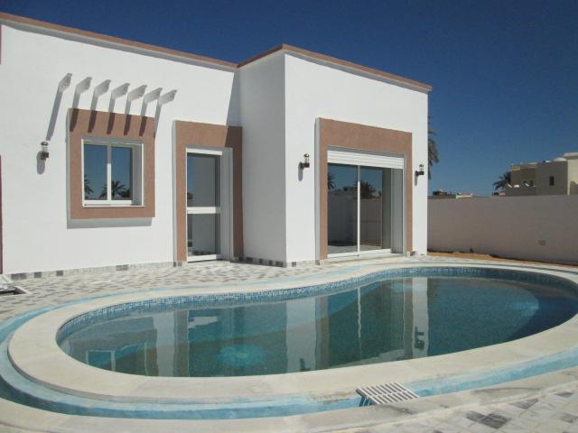 une jolie petite maison avec piscine à louer pour les vacances à tézdaine Djerba