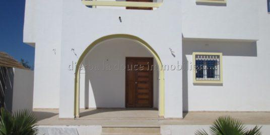 une jolie spacieuse maison titrée à vendre à tézdaine Djerba proche de la mer – Djerba