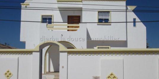 spacieuse maison à louer sans meuble à tézdaine Djerba proche de la mer