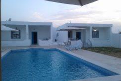 Deux maisons meublées avec piscine à louer ensemble pour les vacances
