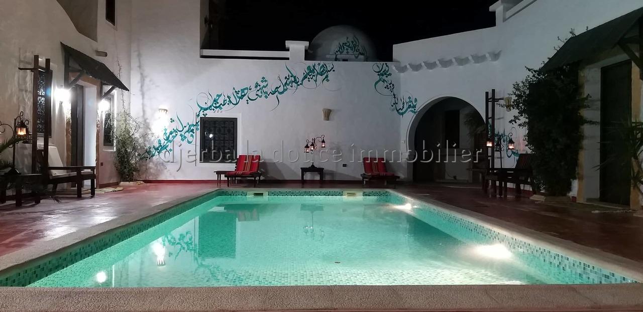 Charmant Menzel Djerbien typique avec piscine pour des vacances exceptionnelle à tézdaine Djerba
