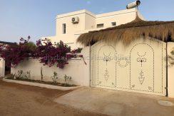 Belle Maison avec piscine d'architecture traditionnel Djerbien à vendre en ZU à aghir djerba proche de la mer