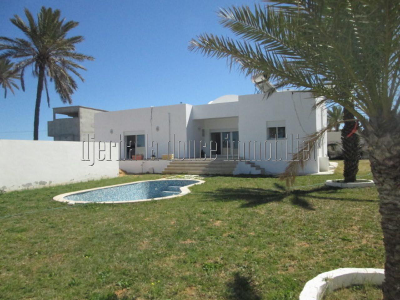 jolie maison avec piscine titrée proche de centre ville de Midoun à vendre