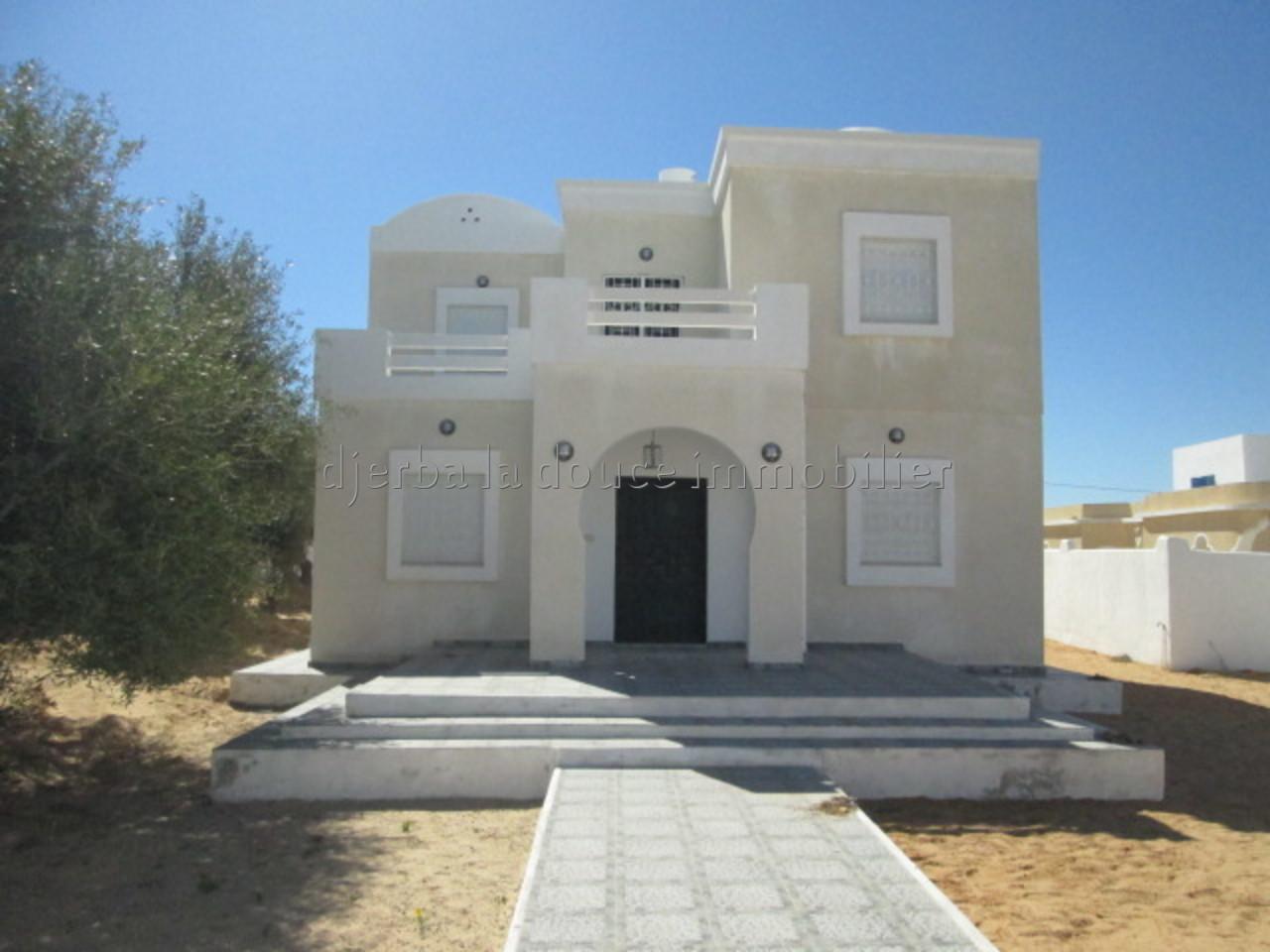 une spacieuse maison s+3 à tézdaine proche de la mer à louer à l'année sans meuble