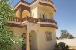 spacieuse maison s+3 à vendre à Djerba tézdaine proche de la mer