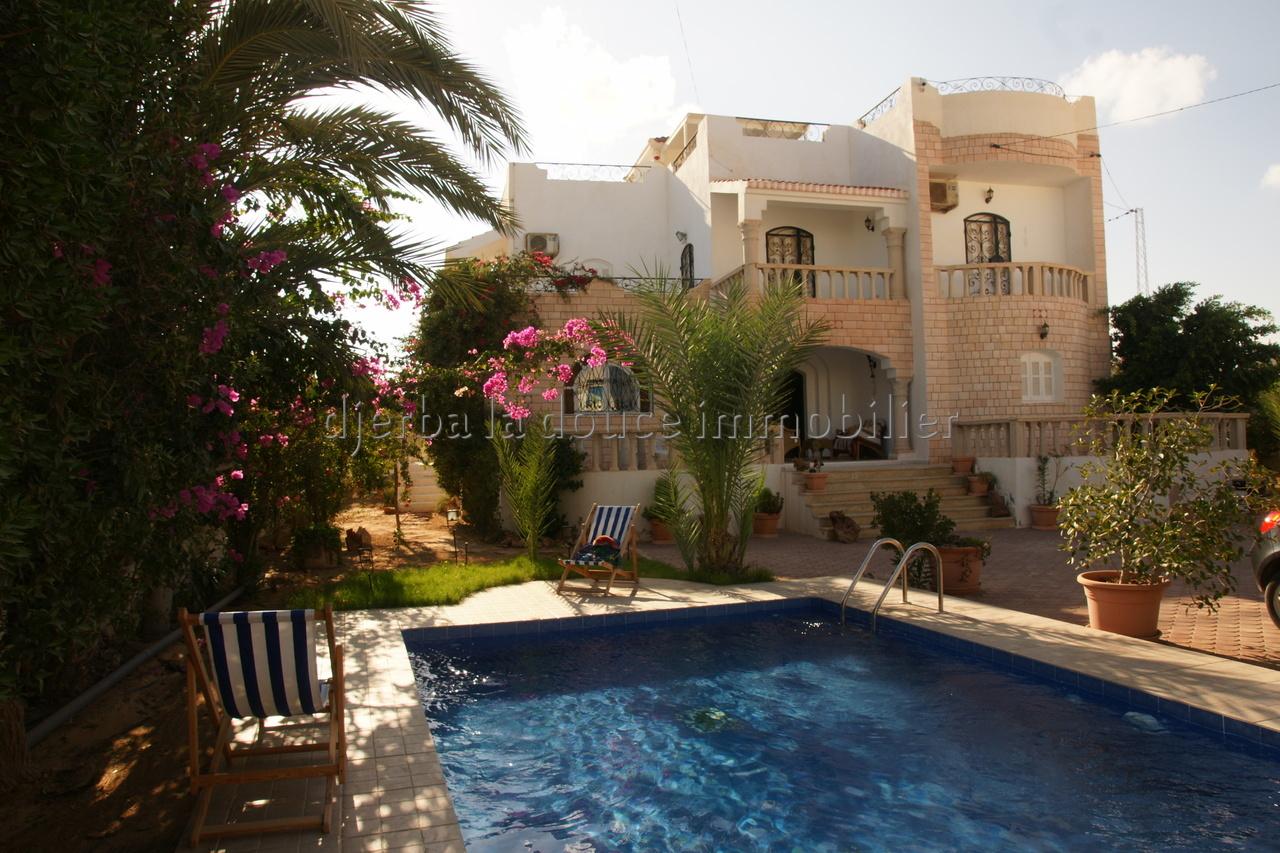 charmante maison avec piscine a vendre meublée en ZU a zarzis suihel proche de la mer