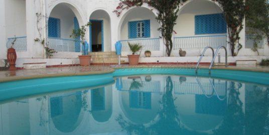 Une maison coquette meublée  avec piscine à louer à l'année à Guécheiine  Djerba