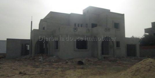 Une spacieuse maison inachevée à vendre à Djerba Arkou vue de mer