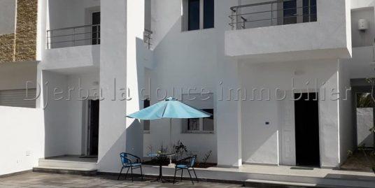 deux Maisons identique meublée avec piscine commun au cœur de zone touristique à Djerba
