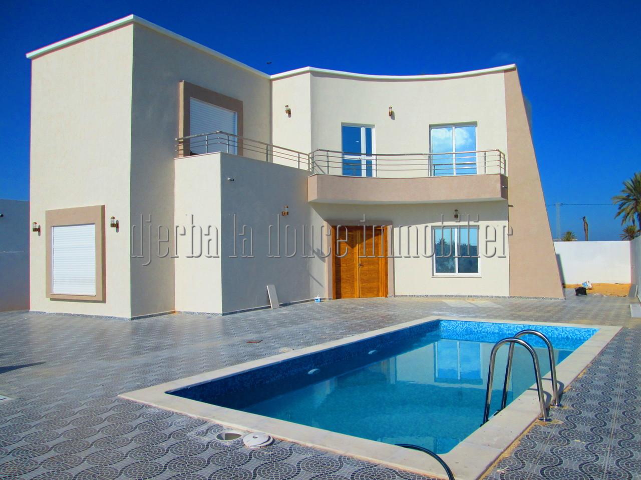 A vendre maison Titrée à étage toute neuve à Djerba Midoun Temlel route de Tézdaïne