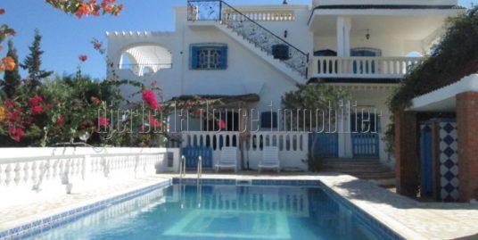 Spacieuse charmante maison meublée avec piscine à louer à l'année à  Djerba Midoun