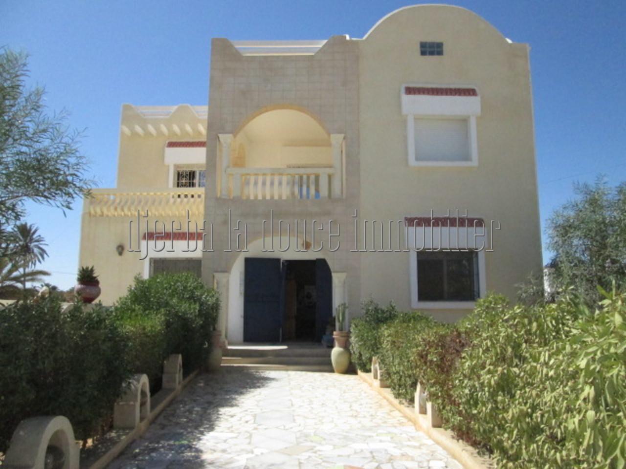 Jolie maison vue de mer et lagune à vendre à Djerba Midoun Tezdaine
