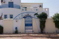 belle villa  meublé s+3  avec piscine a vendre ZU a midoun