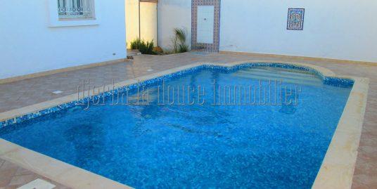 Jolie villa Titré avec piscine s+3 à vendre  à Khazroun Djerba Midoun