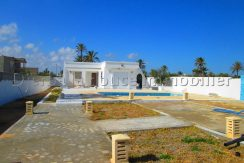 spacieuse villa s+3 a vendre au route de phare Djerba