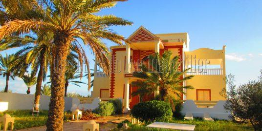 spacieuse villa vue de mer s+3 a tézdaine Djerba