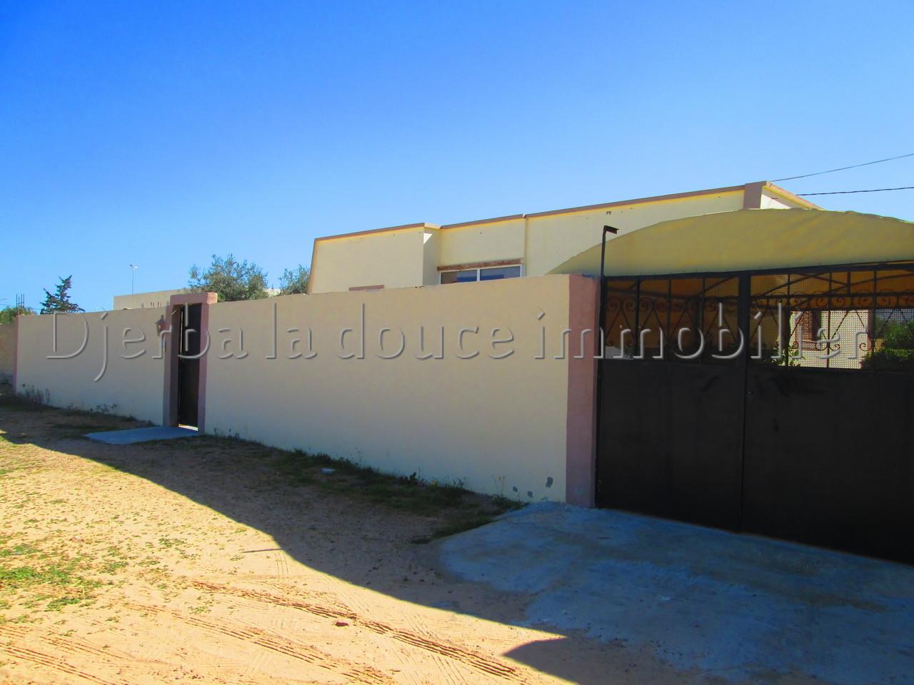 Belle villa sans meuble proche centre ville Midoun_Djerba