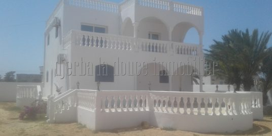 Spacieuse villa meublée à louer à Djerba Midoun Tézdaine vue mer et lagune