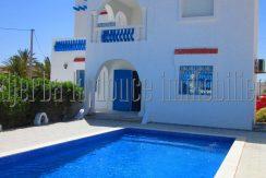 Villa coquette avec piscine vue mer et lagune à louer à l'année à Tézdaine Djerba Midoun