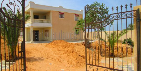 Spacieuse villa  avec piscine à louer à Guécheiine Djerba Houmt Souk