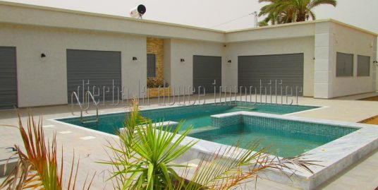 Très belle villa récente vue lagune et mer panoramique à louer à l'année à Tézdaine Djerba Midoun
