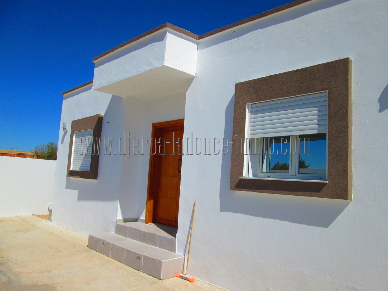 Villa de nouvelle  construction  à louer  à l'année sans meuble à Djerba Midoun proche centre ville