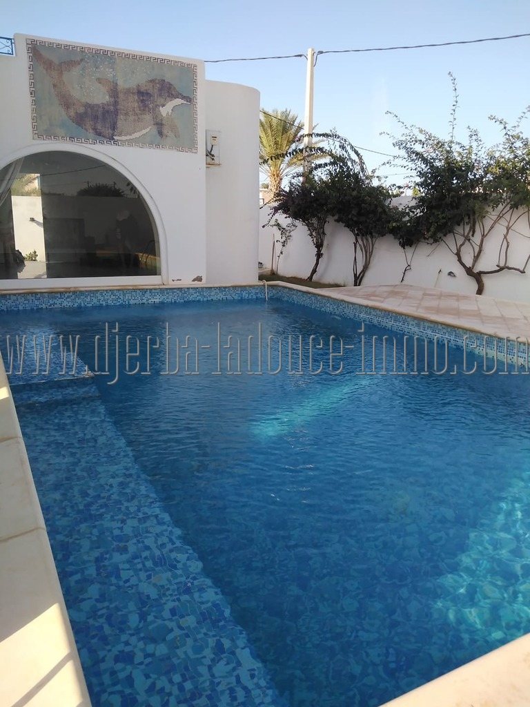 Villa meublée  avec piscine à louer  pour vos vacances à Djerba Houmt Souk