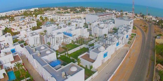 Villas avec piscines et appartements  titré en zone urbaine dans un village bord de mer à vendre à Djerba Midoun