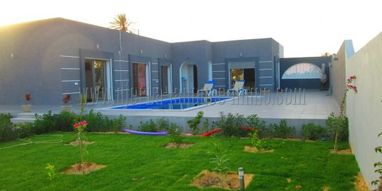 Villa récente meublée et  avec piscine à louer pour vos vacances ou à l'année