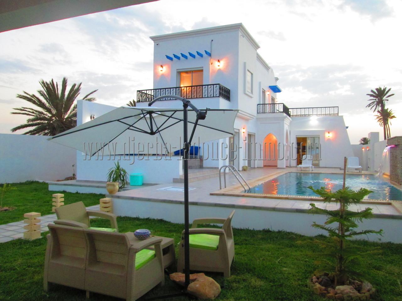 Charmante Villa toute neuve avec piscine et meublée à louer pour vos vacances sur Djerba avec vue de mer
