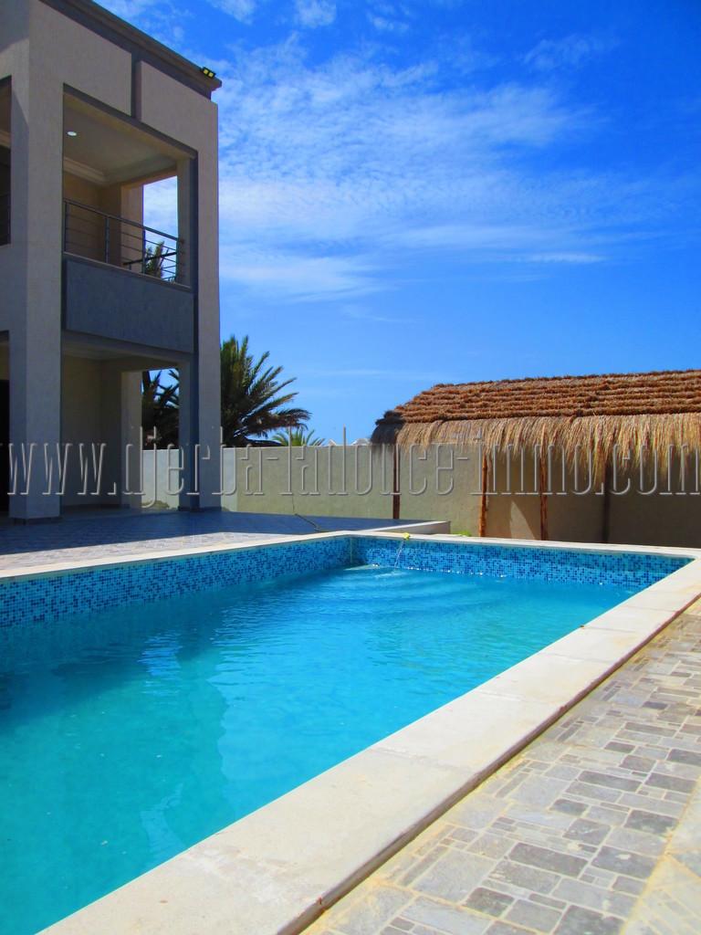 Une villa coquette récente meublée avec piscine  à louer pour vos vacances à Djerba Midoun