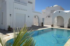 Belle villa meublée  avec piscine s+3  pour vos vacances à Djerba Midoun