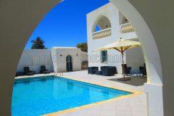 Spacieuse jolie maison meublée et avec piscine pour vos vacances à Djerba Midoun Tézdaine
