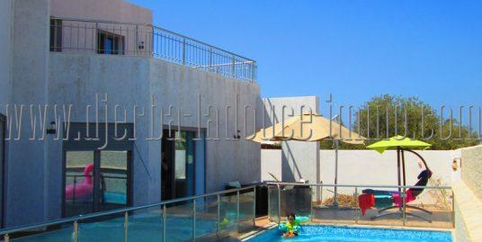 Maison moderne récemment construite avec piscine à vendre à Djerba Midoun Tézdaine