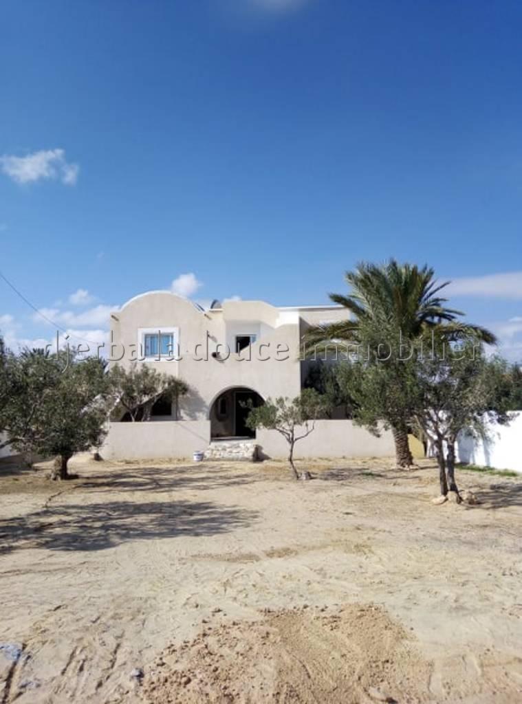 Un beau appartement spacieux meublé vue de mer à louer à l'année zone touristique el mouradi