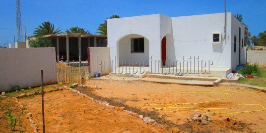 Petite villa récente à vendre sur la route proche le centre  de Mahboubine Djerba Midoun