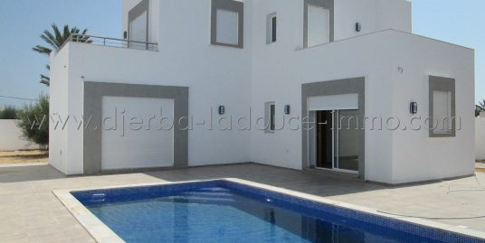 Villa récemment construite avec piscine à vendre à Tezdaine Djerba Midoune