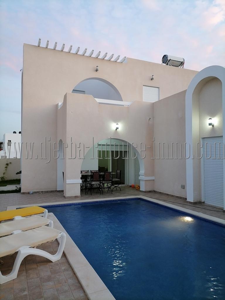 Maison meublée avec piscine toute neuve à louer à l'année  à Aghir Djerba Midoun