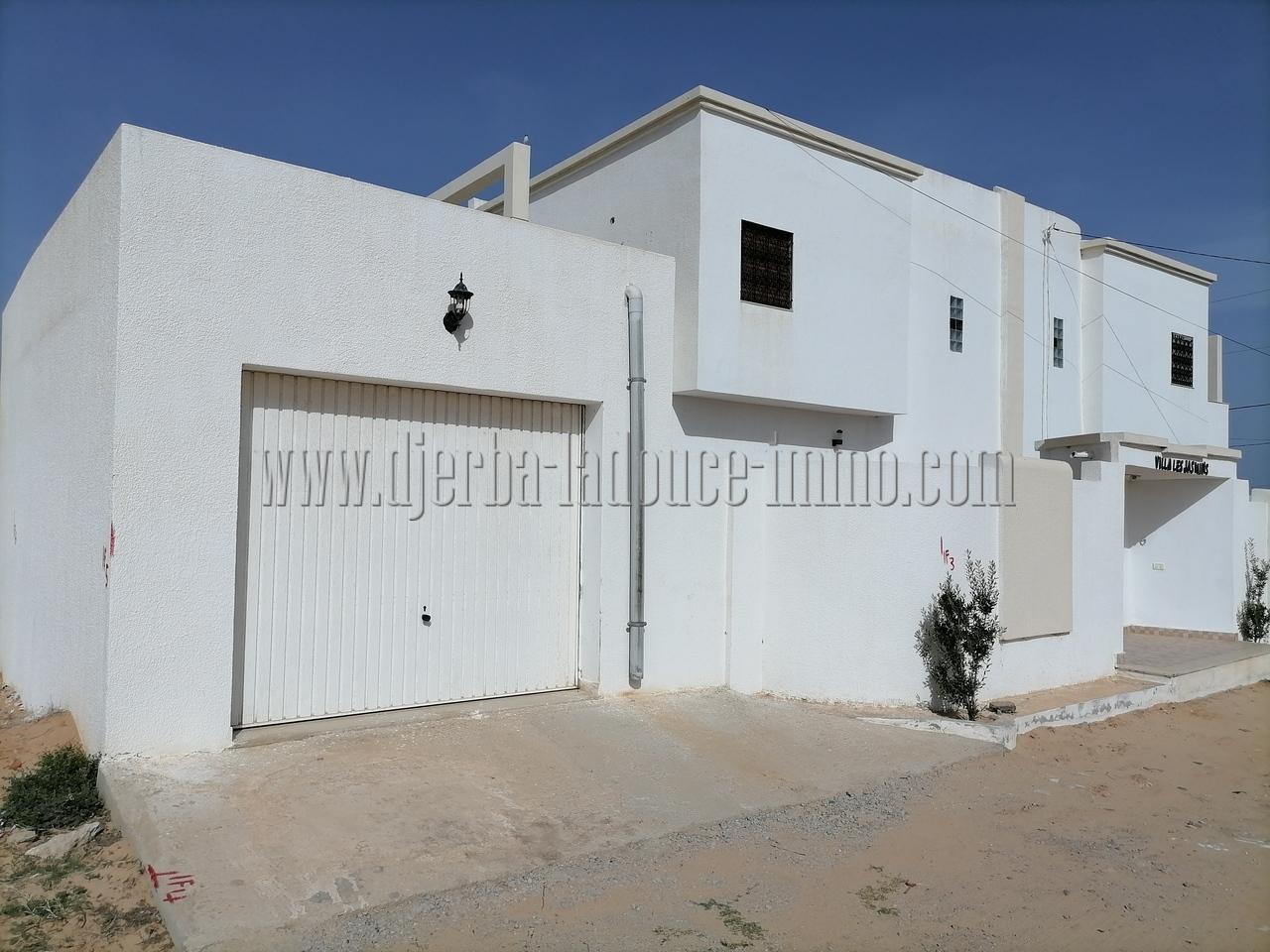 Maison à louer à l'année  sans meuble à Djerba Midoun Temlel route de Tézdaine