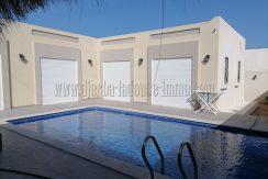 Villa avec piscine toute neuve à vendre meublée sur la route du phare Djerba Midoun