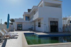 Villa récente haute standing avec piscine à louer meublée à l'année à Djerba proche centre ville Midoun – Djerba