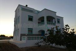 Maison rez de chaussée + 2 étages, vu mer titrée en zone agricole à vendre à arkou Djerba Midoun – Djerba