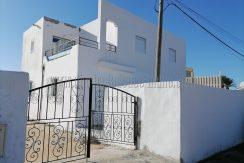 Une maison à étage  à vendre à Djerba Midoun Tézdaine