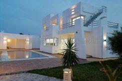 Villa vrai coquette récente avec piscine vue mer titrée en ZU  à vendre à Djerba  Midoun zone touristique