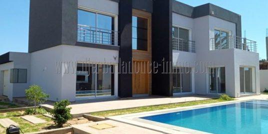 Villa en très haute standing avec piscine et chauffage centrale  à Louer pour vos vacances à Djerba Midoun