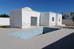 Villa titrée de nouvelle construction avec piscine à vendre à Djerba Midoun Sidi Yati